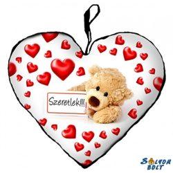 Szív alakú párna, táblás maci szívekkel, szeretlek
