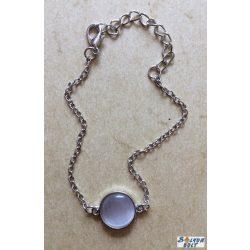 Fehér kristály színű kabosonnal  karkötő, ezüst színű lánccal