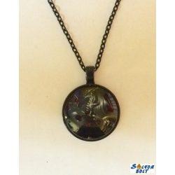 Sárkányos medállal és fekete lánccal divatos nyaklánc