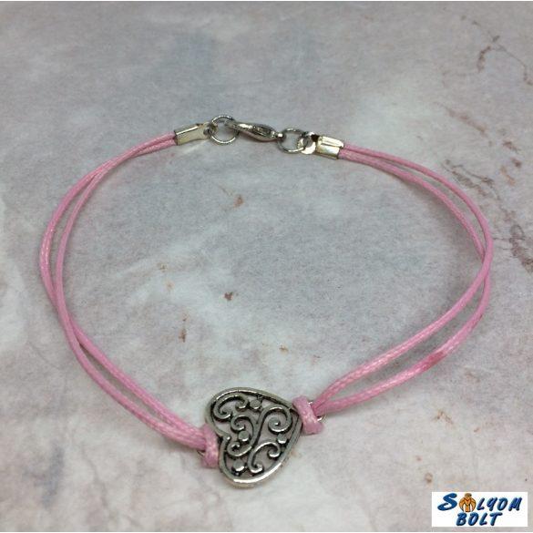 Zsinóros karkötő rózsaszínben, szív medállal, kézműves termék