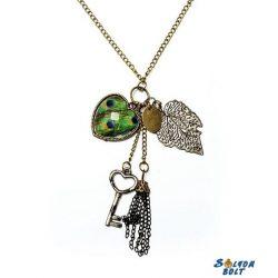 Vintage nyaklánc zöld szív, kulcs, levél, láncok medálokkal