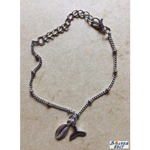 Bálnauszony és kagyló medálokkal karkötő, ezüst színű láncon