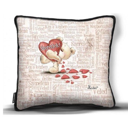 Kicsi díszpárna, Szeretlek! maci nagy piros szívvel, szerelmes ajándék