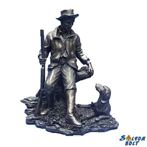 Vadász a vizslájával szobor, 18 cm