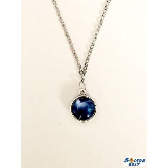 Kézműves nyaklánc, kétoldalú, kék mintás medállal