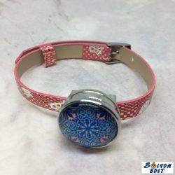 Kézműves termék, műbőr karkötő, patent dísszel, mintás rózsaszín