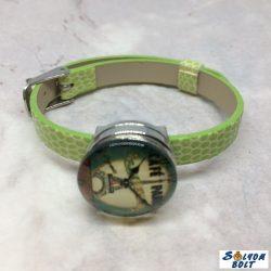 Kézműves karkötő, patent dísszel, zöld szíjjal