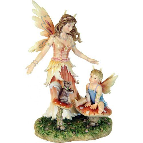 Tündér mókussal és kisgyermekkel szobor
